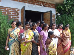 Welcomed by the women of Grameena Mahila Okkuta